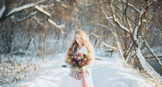 svatba v zimních svatebních šatech
